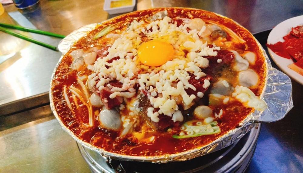 Món bò sốt hẻm với màu sắc bắt mắt, hương vị đặc trưng